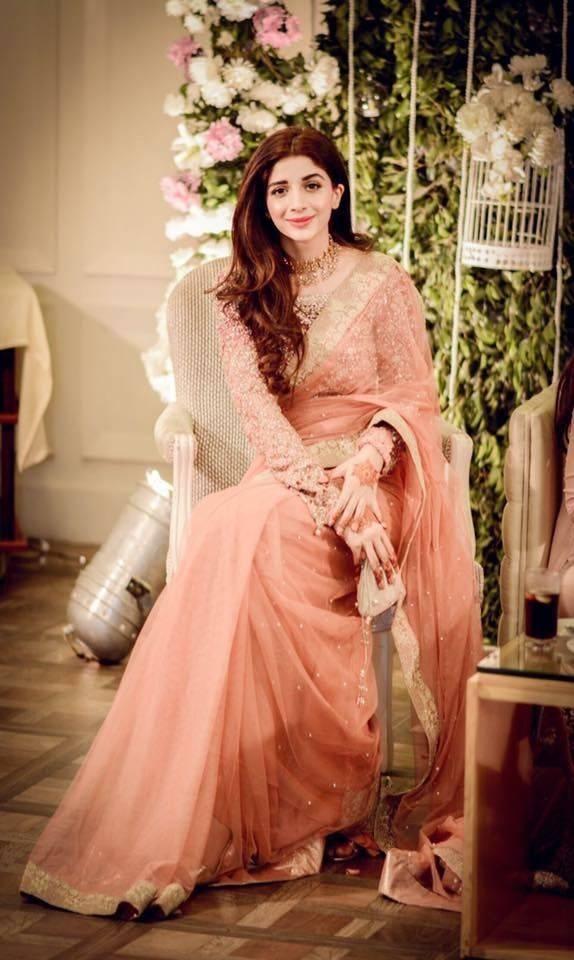 TOP 10 PAKISTANI ACTRESSES IN SAREE