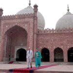 kate-william-depart-mosque-a-1