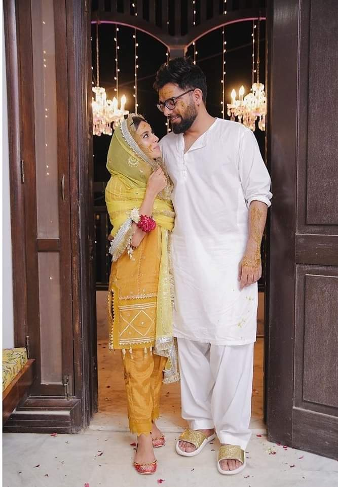 mayo vibes of Iqra Aziz and Yasir Hussain