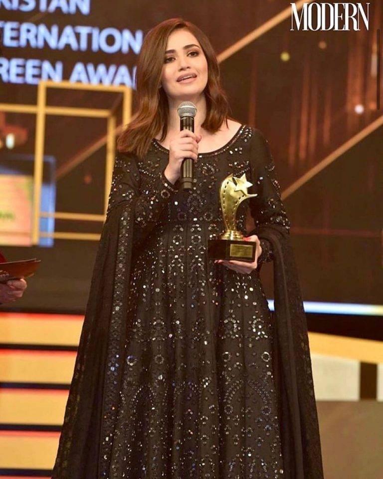Sana Javed received best actress PISA award 2020