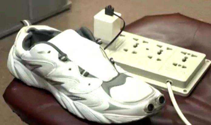 Pakistani female student invented Smart shoes for blind community