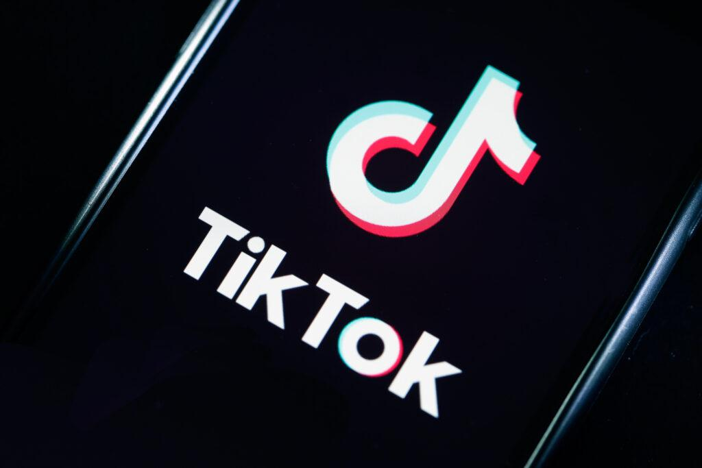 TikTok ratings jump up to 4.4 on Play Store again.