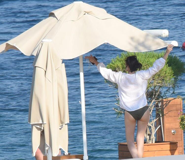 Photos Of Esra Bilgic In Bikini got viral