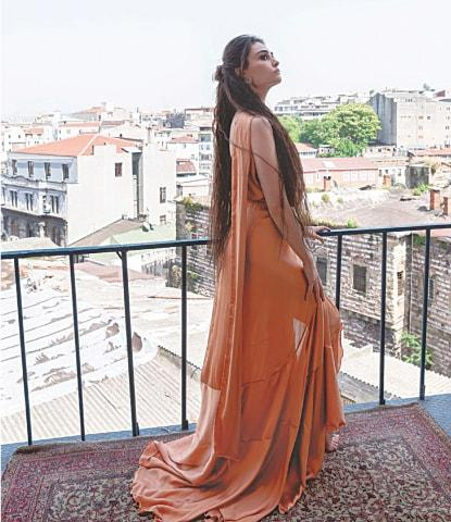 Esra Bilgic reveals her 3 secret future ventures in Pakistan.