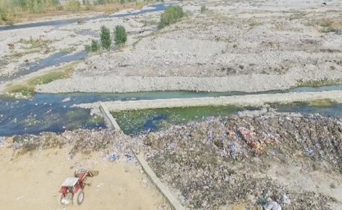 Mehwish Hayat criticizes for littering Islamabad