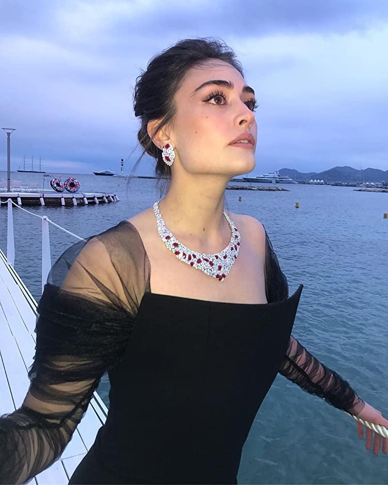 Hot Pic of Esra Bilgic