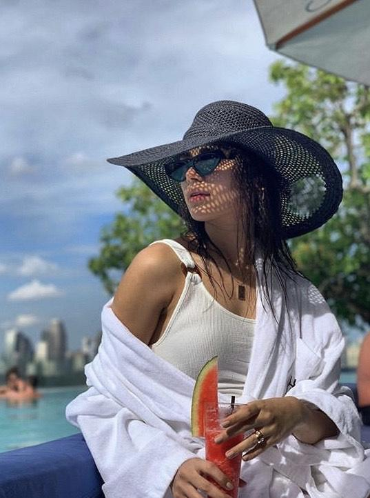 Pakistani Actresses In Swimsuits
