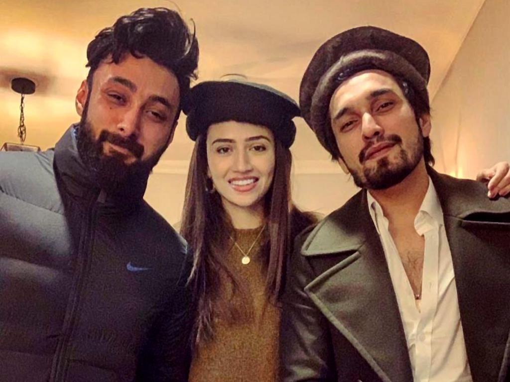 Singer Umair Jaswal address the rumors of his relationship with Sana Javed