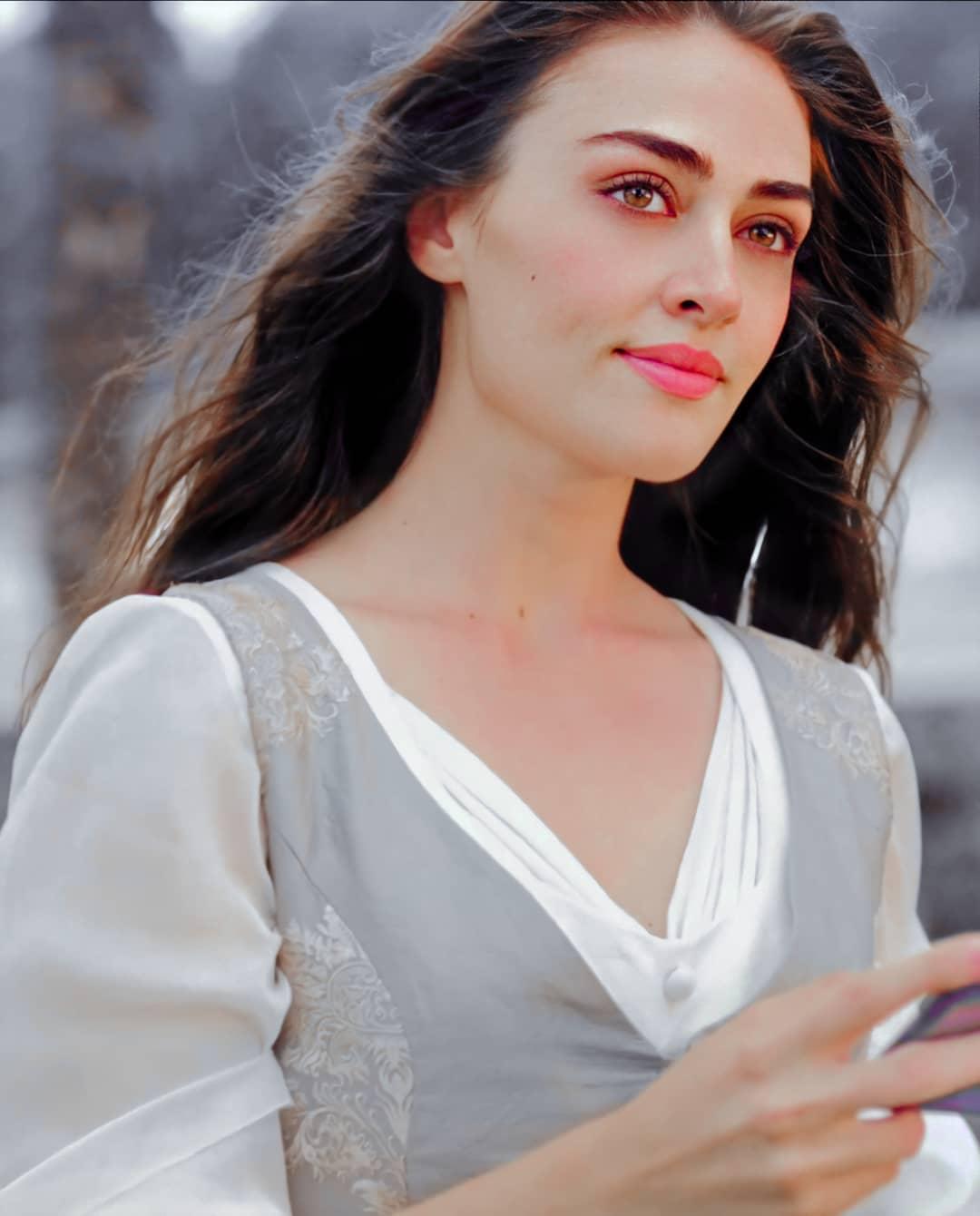 10 Beautiful Pictures of Esra Bilgic