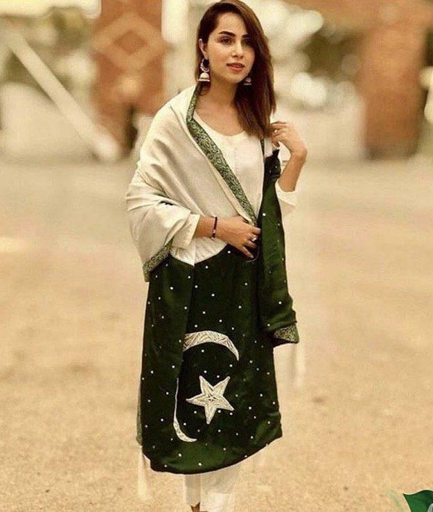 Best Looks Of Pakistani Celebrities For 14th August