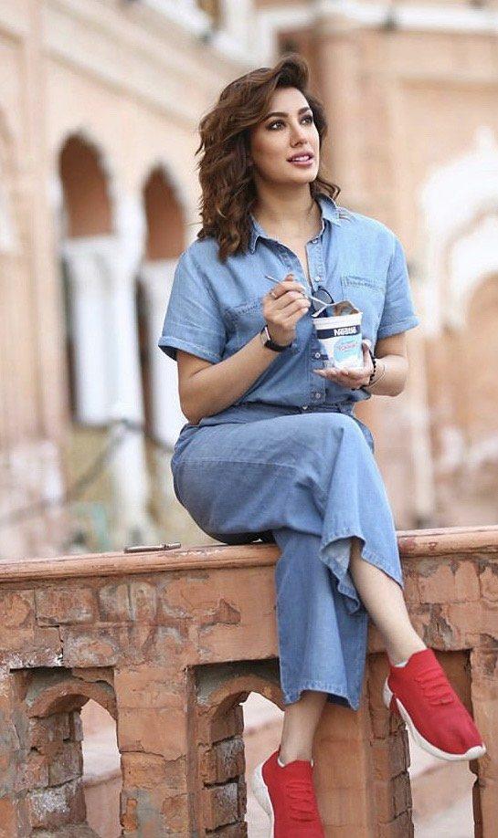 9 Times Mehwish Hayat Rocking Blue Color