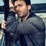 Fawad-Khan_17095a64270_original-ratio