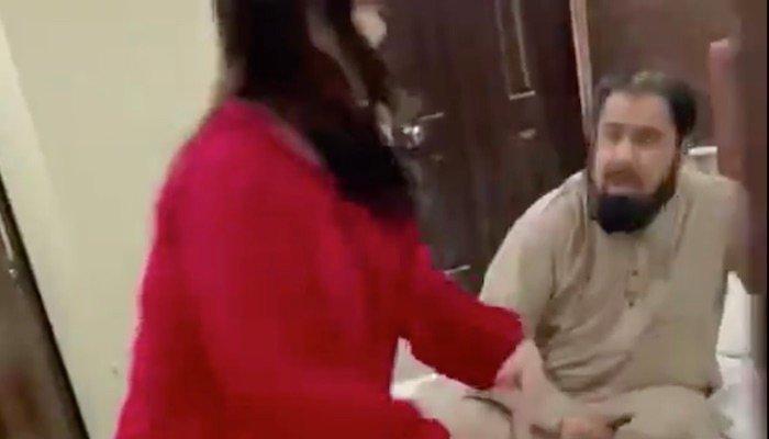 hareem shah slapping mufti abdul qavi