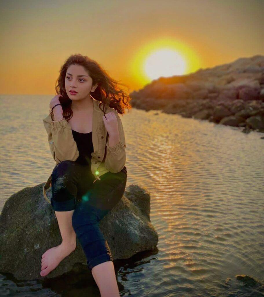 Alizeh Shah Hot Pictures - Age, Husband, and Biography