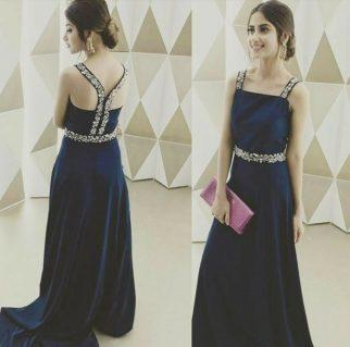 Sexy Back! Pakistani actresses looks Stunning in Backless Dress
